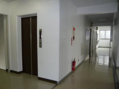 内廊下・エレベーター