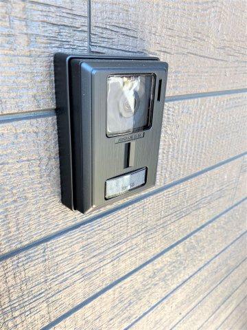 インターホン。大画面モニター・ライト点灯・拡大機能で来訪者の顔をしっかり確認。録画機能あり。