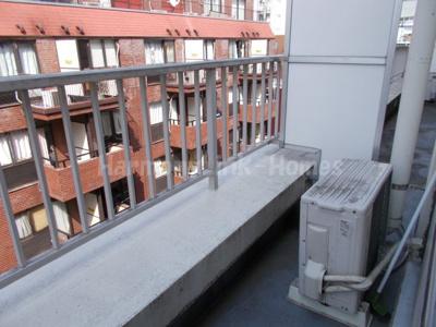 サンモール道玄坂の外からの目が気にならないバルコニーで洗濯物が干せます