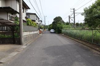 車通りも少なく、安心です。