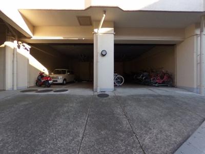 【駐車場】リノベーションの分譲賃貸マンション