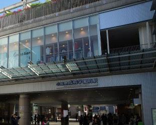 成城学園前駅です