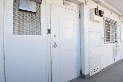 共用側の玄関ドア―です