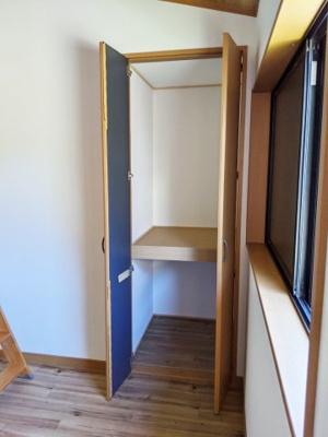 6帖洋室(ロフト付) 収納