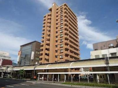 総戸数42戸のマンションは、本通りの中でもかなり目立ちます!裏にはコインパーキング有り!