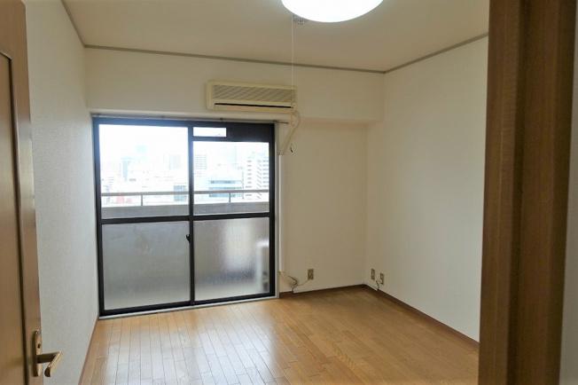 東側の洋室約5.0帖はお子様のお部屋や書斎にいかがでしょうか。