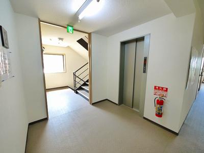 エレベーター付きで昇降も楽々。