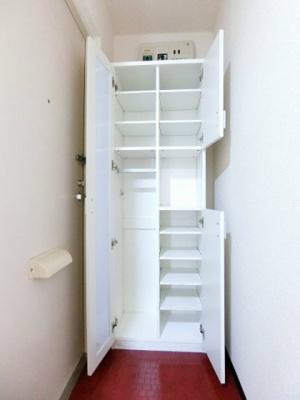 洋室のお部屋それぞれに暑い夏や寒い冬に大活躍のエアコンが付いています☆冷暖房完備で1年中快適に過ごせます♪