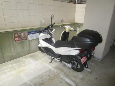 オートバイ駐輪場