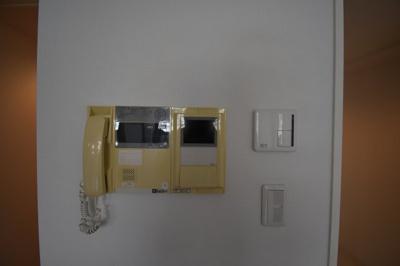TVモニター付インターホンです 床暖房です