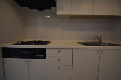 3口ガスコンロの広めのキッチンです