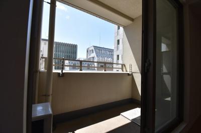 【バルコニー】ワンランク上の広々とした1K パークアクシス麻布仙台坂