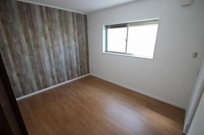 実際に建築したお家の洋室になります。 クロスの色を変えていただくだけでガラリと雰囲気が変わりますね♪