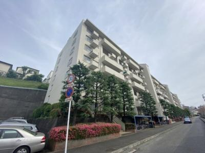 小田急線「百合ヶ丘」駅より徒歩6分♪人気の分譲タイプの7階建てマンション♪コンビニが近くて急なお買物にも便利です☆