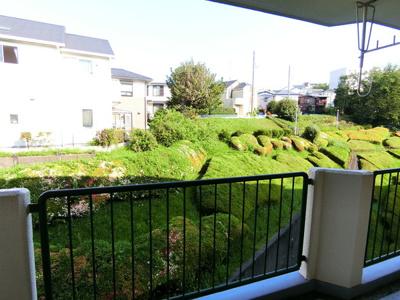 バルコニーからの眺望です♪6階にあるので人目が気にならないのが嬉しいですよね☆