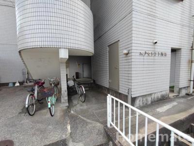 【エントランス】エクセレント西川