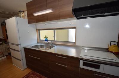 物を見せない洗面台。水回りがとても綺麗に保てます。