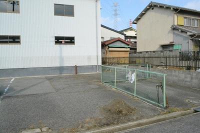 【駐車場】北花田町3丁 倉庫・店舗 約78坪!2F事務所あり。駐車スペース4台あり
