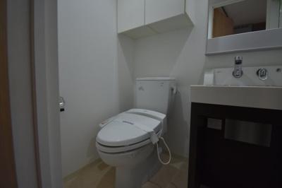 トイレはタンクレスです。
