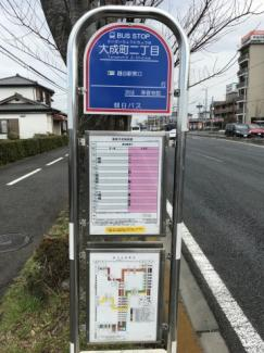 越谷駅行きのバス停まで徒歩2分です
