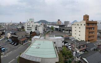 東側窓からの眺望です。