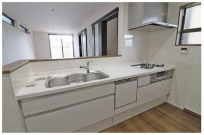 食器洗浄乾燥機を備えた、機能的なシステムキッチン ※他現場施工例写真