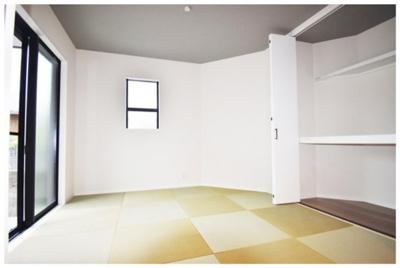 リビングには畳スペースがあり、様々な用途に活用できます。※他現場施工例写真