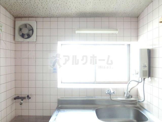大正貸家Ⅱ(柏原市大正) キッチンに窓
