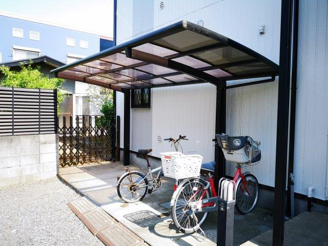 屋根付きの敷地内駐輪場完備です
