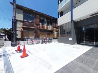 【駐車場】家具家電付きの新築マンション
