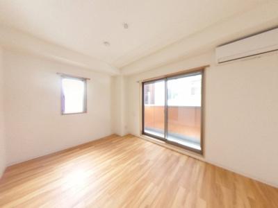 【居間・リビング】清潔感ある賃貸マンション