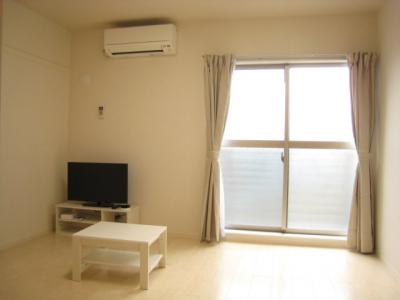 エアコンやテレビ・カーテンなどが付いています。
