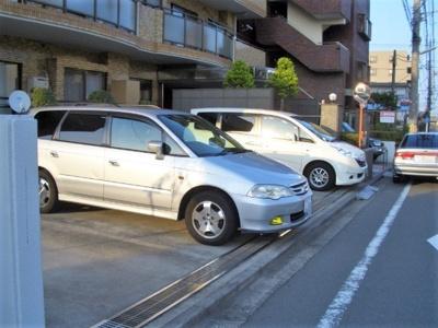 【駐車場】イーストヴィレッジ