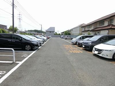 【外観】グリーンフォレスト駐車場