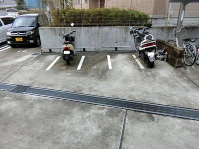 【その他共用部分】クレセント1・2駐車場