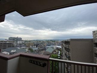 6階角部屋2面バルコニーのお部屋 まわりに高い建物がないので、視界が開けています