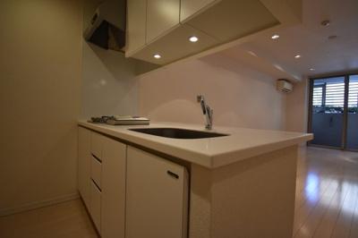 お部屋が見渡せる素敵なキッチンです。