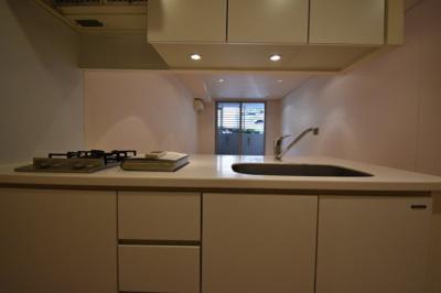 ガスコンロ2口 収納充実したキッチンです。