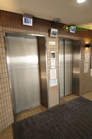 監視カメラ付きのエレベーターがあり、安心です!!!
