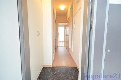 【玄関】レオパレスアブリール3番館