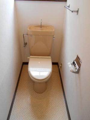 1.2階に各一つずつトイレがあります♪