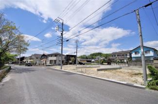 5号棟 現地(2020年4月)撮影 前面道路は南西側6.0m、南東側幅員約8.7m~10.75mの公道。