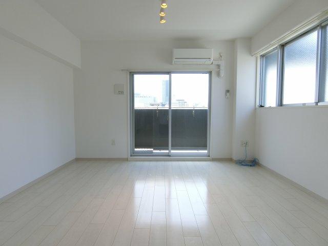 【居間・リビング】ロッカベラアパートメント