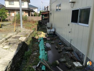【庭】川瀬信号そば テナント
