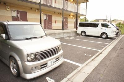 【駐車場】レオパレス吉春Ⅱ