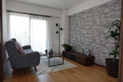 【南西側洋室約6帖】 メインバルコニーに面するこの部屋は、 リビングとの続き間としても仕様でき、 3枚引き戸で仕切れば、単独で居室としての 利用もできます。 クローゼットの容量も豊富!