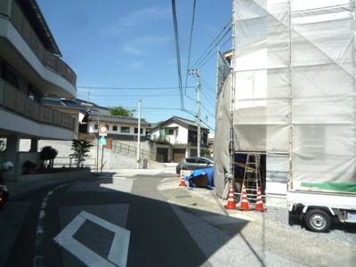 【前面道路含む現地写真】高知市旭天神新築戸建