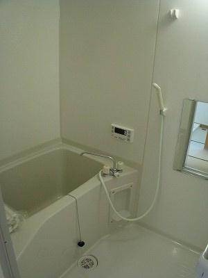 追い炊き機能付きのバスルームです☆