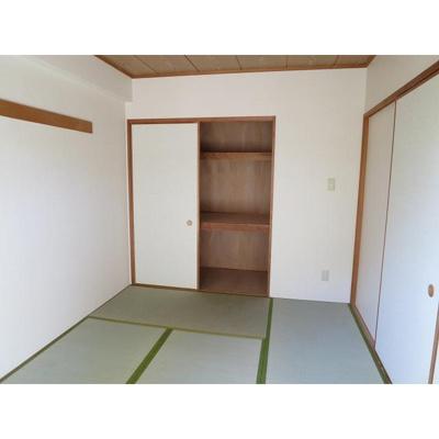 ホーム上の台の和室