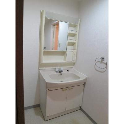 ホーム上の台の洗面台